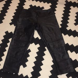 Onzie shiny cropped leggings (size s/m)